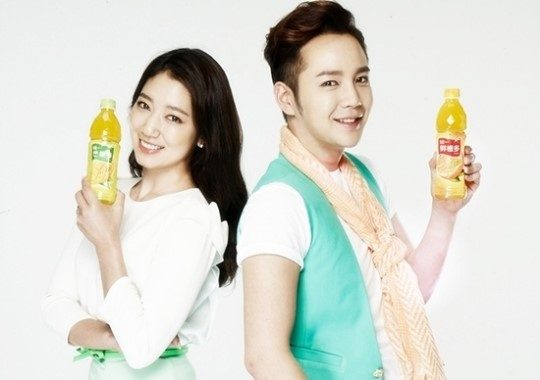 jang-keun-suk-and-park-shin-hye-team-up-to-be-models-for-china-drink-brand