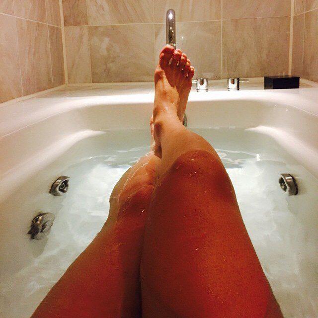 Фото девушек в ванной