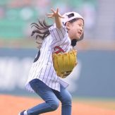 Park-Min-ha-is-at-home-on-the-field