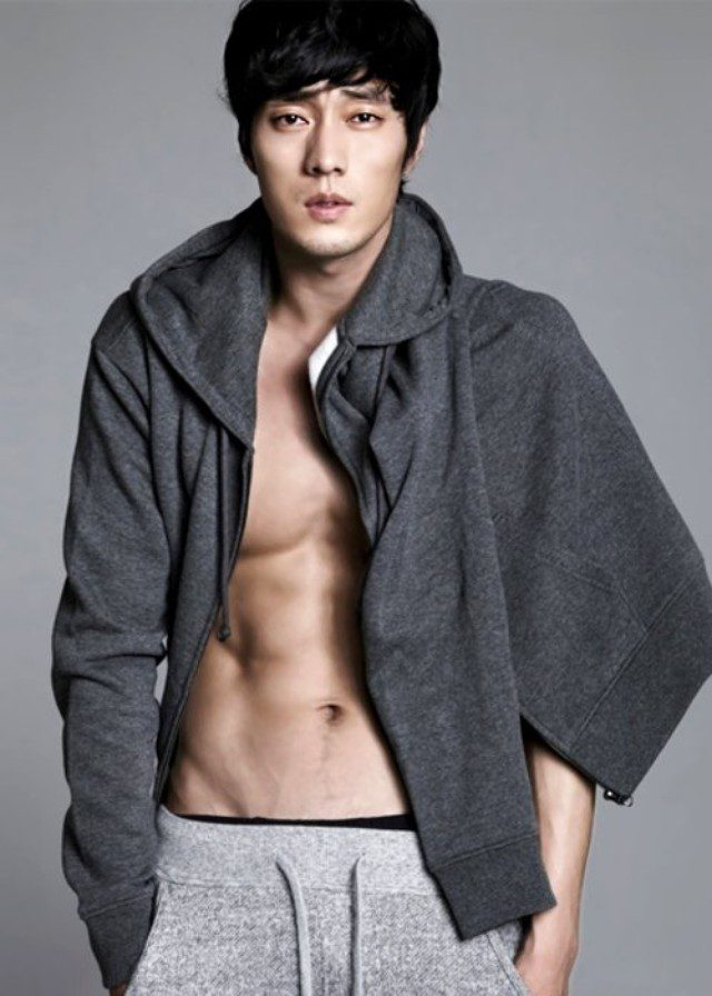Korean male topless — pic 4