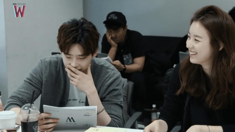 Lee-Jong-Suk-Han-Hyo-Joo-W-Scriptreading-800x450