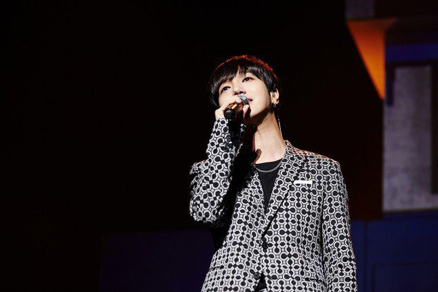 Yesung_1470631091_예성_THE_AGIT_이미지_1