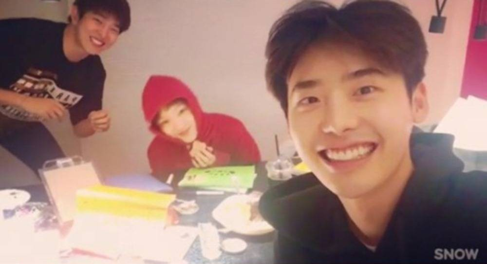 lee-jong-suk-lee-sung-kyung_1474035515_af_org