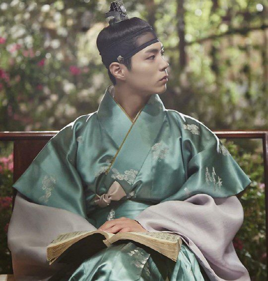 moonlight-drawn-by-clouds-park-bo-gum-hanbok-10