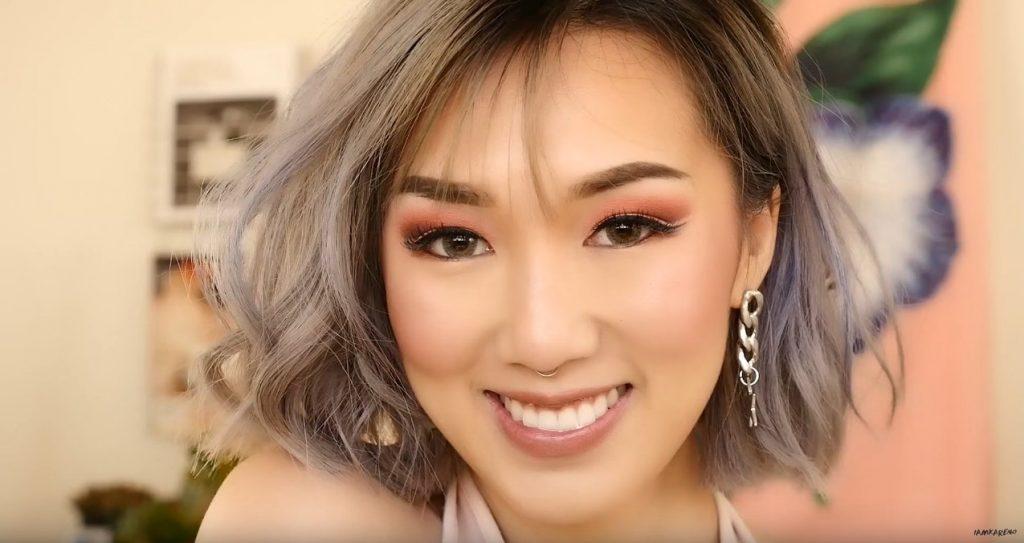 известная ютюберша использует макияж в стиле чимина из Bts K Pop